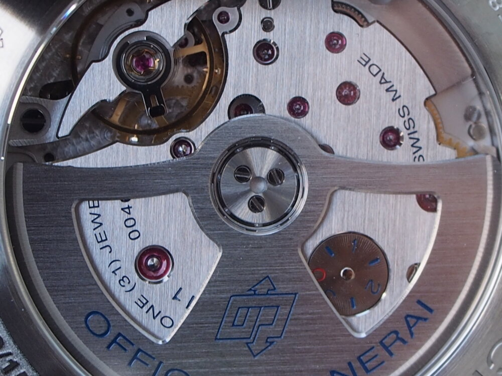 海面の様な色鮮やかなブルー文字盤!「パネライ ルミノール GMT PAM1033」再入荷!-PANERAI -PB010504