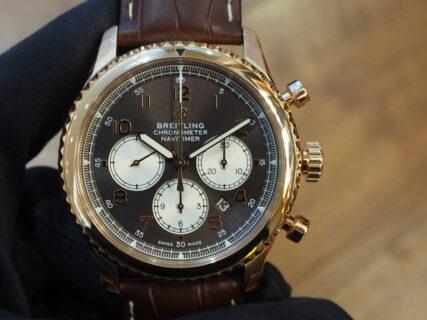 【ブライトリング】ゴールド時計でしっとりダンディーに!~ナビタイマー 8 B01 クロノグラフ 43~
