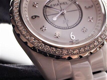 【シャネル】J12 33mm ホワイトセラミックとダイヤモンドで春の腕元を爽やかに演出