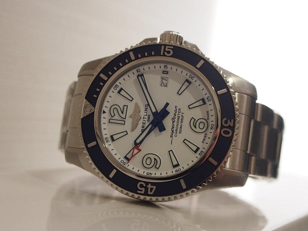 【ブライトリング】真っ白な文字盤が夏の腕元を彩るスーパーオーシャン-BREITLING -P6233100