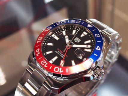 2色のカラーを使い分けたベゼルが特徴的な「アクアレーサー キャリバー7 GMT」