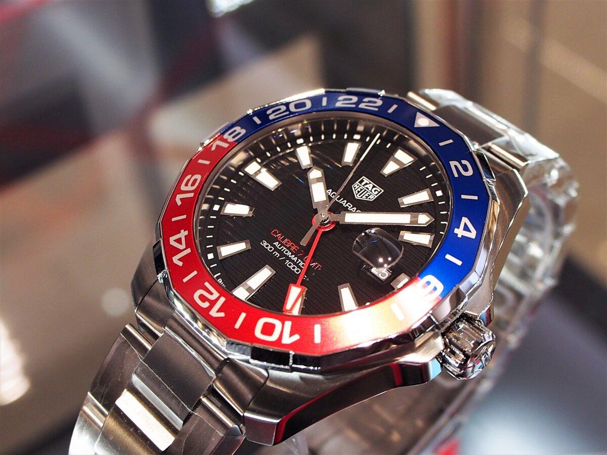 2色のカラーを使い分けたベゼルが特徴的な「アクアレーサー キャリバー7 GMT」-TAG Heuer -PC256852-1