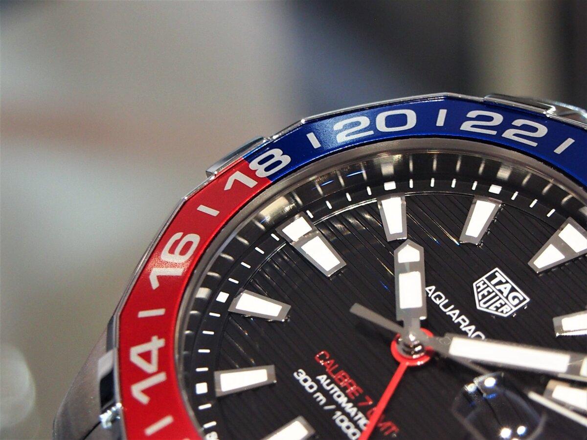 2色のカラーを使い分けたベゼルが特徴的な「アクアレーサー キャリバー7 GMT」-TAG Heuer -PC256853-1