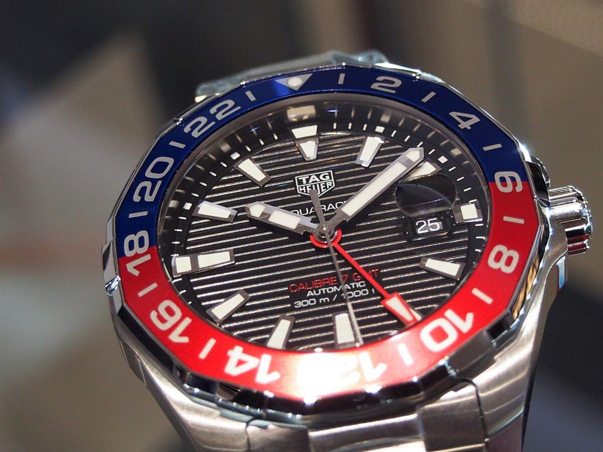2色のカラーを使い分けたベゼルが特徴的な「アクアレーサー キャリバー7 GMT」-TAG Heuer -PC256855-1