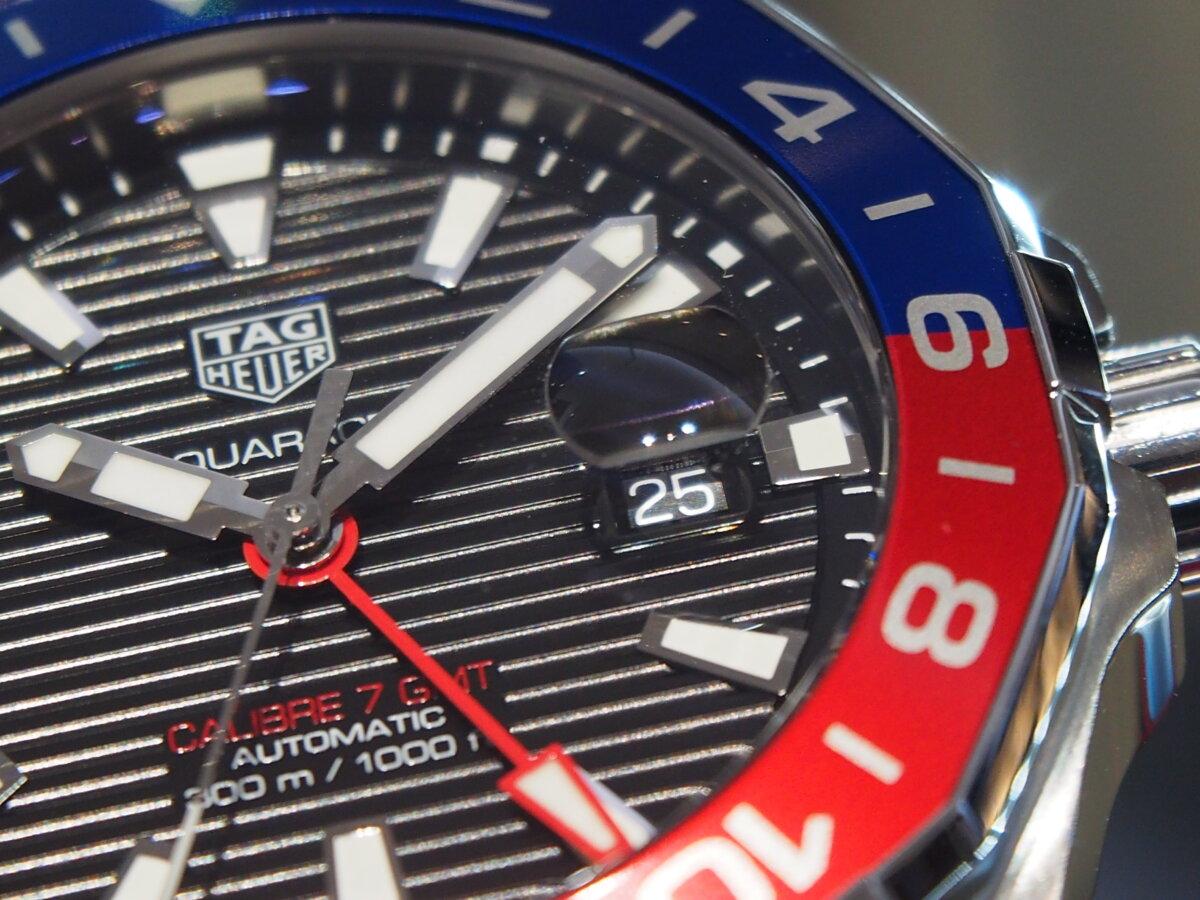 2色のカラーを使い分けたベゼルが特徴的な「アクアレーサー キャリバー7 GMT」-TAG Heuer -PC256856-1