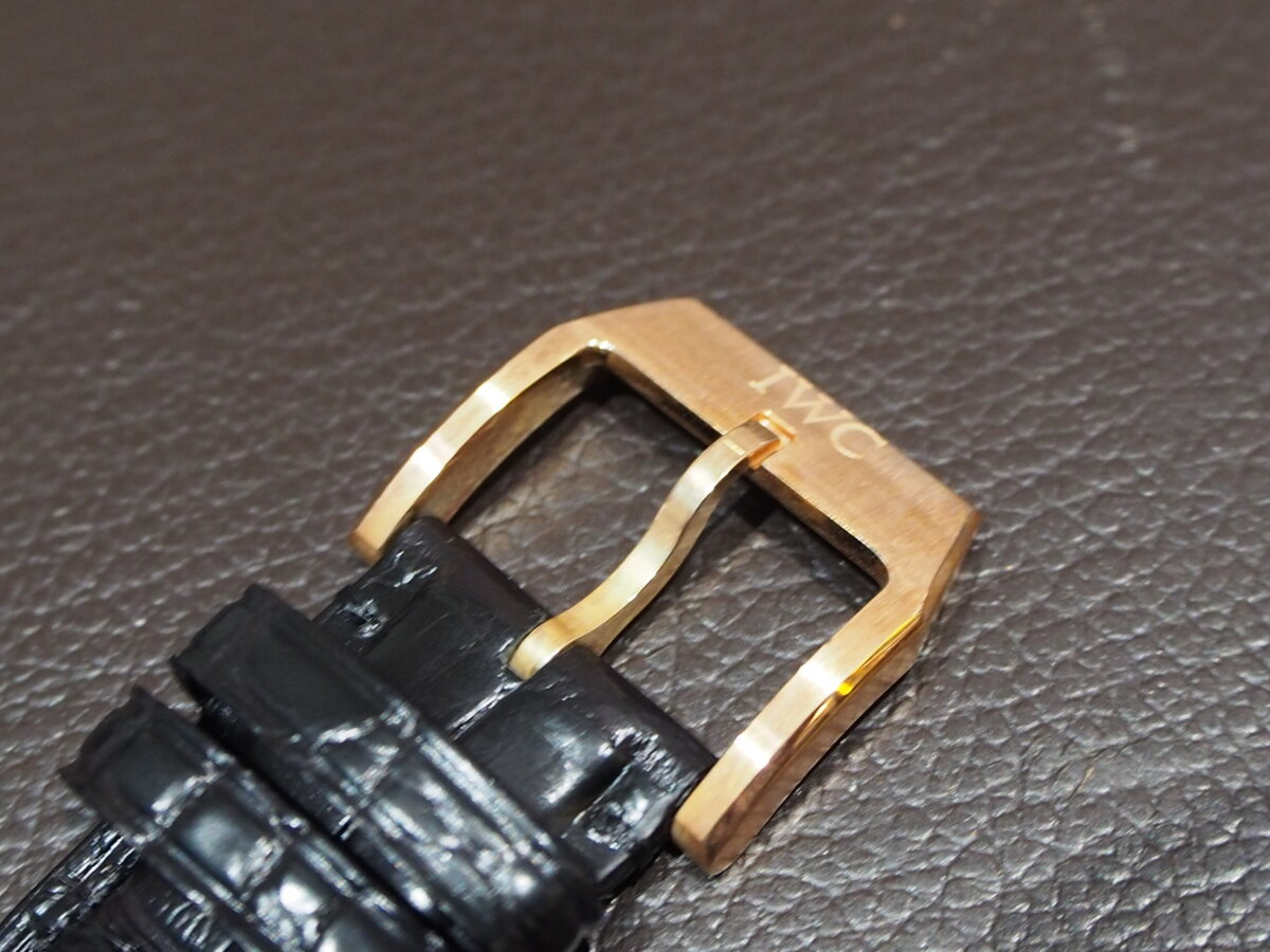 【IWC】ゴールドとブラックの相性抜群で腕元を上品に!インヂュニア・オートマティック-IWC -PC286968