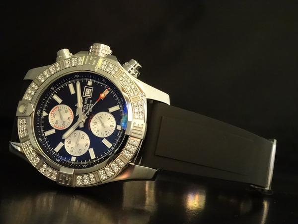 ダイヤモンドがセットされた特別仕様のスーパーアベンジャーⅡ!-BREITLING -52e44223-s