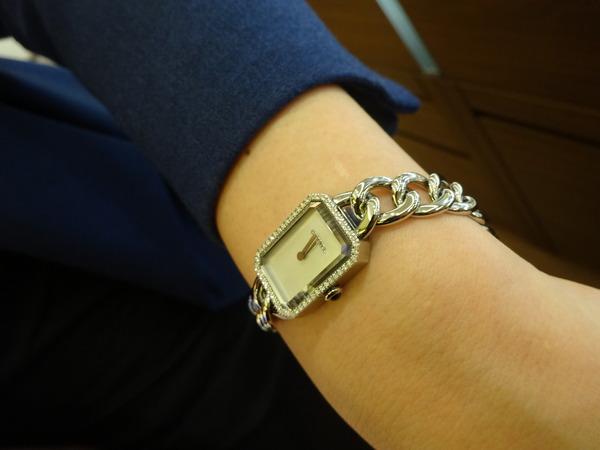 レディの腕をドレスアップ-CHANEL -85f86e54-s