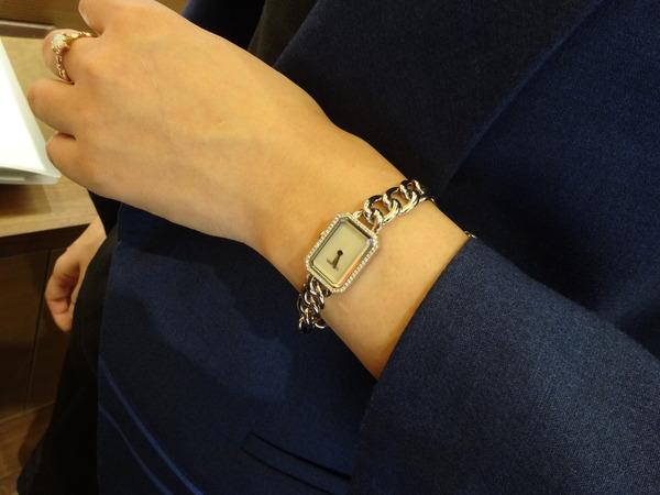 レディの腕をドレスアップ-CHANEL -bf58d2a0-s