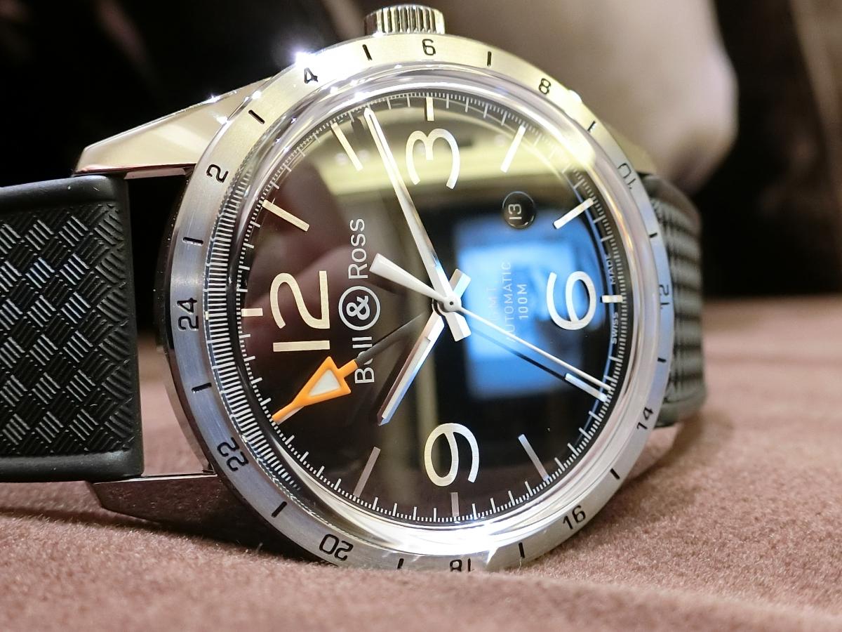 スーツにもピッタリ!レトロなミリタリーウォッチ、『ベル&ロス』から「BR123 GMT 24h」をご紹介。