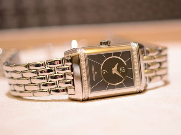 今日のジャガー・ルクルトは、今欲しい夏時計!レベルソ・クラシック・スモール・デュエット!-Jaeger-LeCoultre -2017y06m22d_181040002-600x450