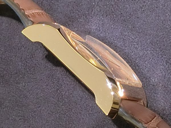 直線と曲線の組み合わせが魅力的なスクエア型時計「ハンプトン」-BAUME&MERCIER -CIMG3465-600x450