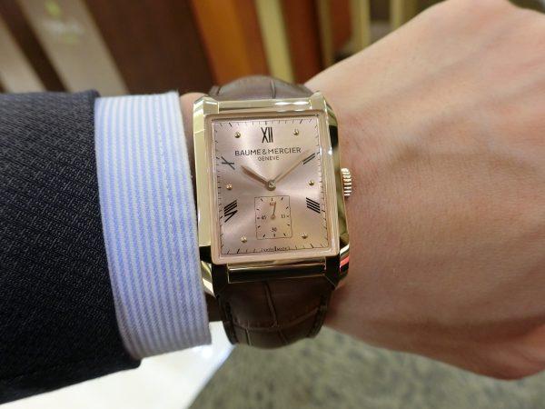 直線と曲線の組み合わせが魅力的なスクエア型時計「ハンプトン」-BAUME&MERCIER -CIMG3468-600x450