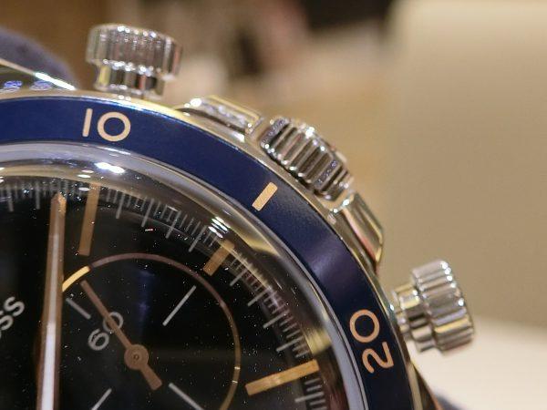 ブルー×ゴールドの配色が魅力的な ベル&ロス 「ヴィンテージBR V2-94 AERONAVALE」-Bell&Ross -CIMG4092-600x450