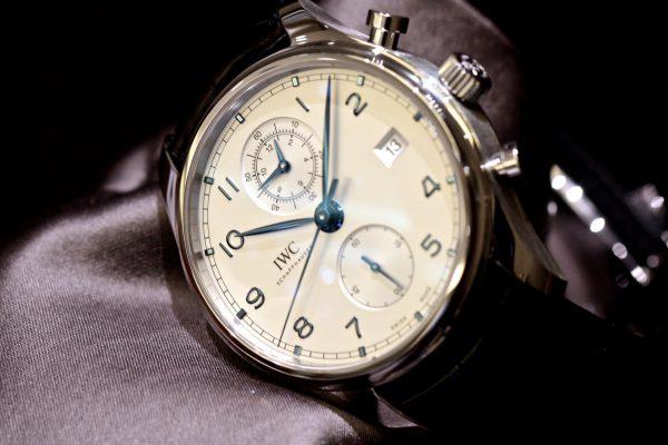 IWCが1930年代に制作されたタイムピースから受け継がれた、時代に左右されない魅力的なデザインの「 ポルトギーゼ・クロノグラフ・クラシック」が入荷しました。-IWC -IMG_5625-600x400