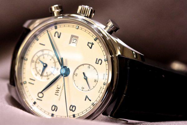 IWCが1930年代に制作されたタイムピースから受け継がれた、時代に左右されない魅力的なデザインの「 ポルトギーゼ・クロノグラフ・クラシック」が入荷しました。-IWC -IMG_5638-600x400