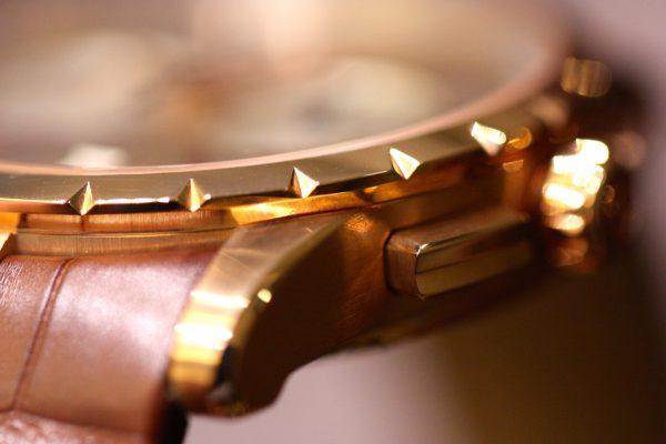 高級感溢れるローズゴールドケースを採用したロジェ・デュブイ「エクスカリバー42マイクロロータークロノグラフ」が只今店頭でご覧頂けます。-ROGER DUBUIS -IMG_5959-600x400