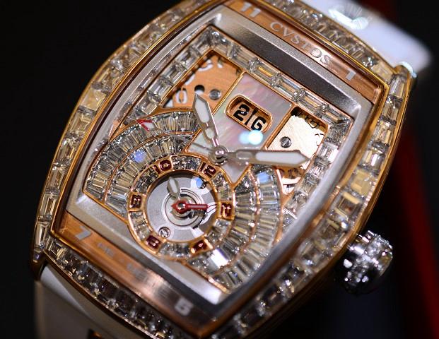 クストスは大阪心斎橋にある当店で♪今日のクストスは、ビックリしたバケットダイヤのモデル!