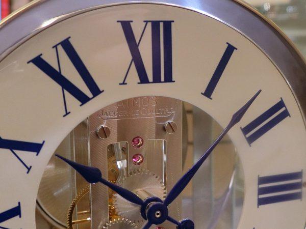 ジャガー・ルクルト 半永久的に動き続ける時計。oomiya大阪心斎橋店から「アトモス」をご紹介。-Jaeger-LeCoultre -CIMG6270-600x450