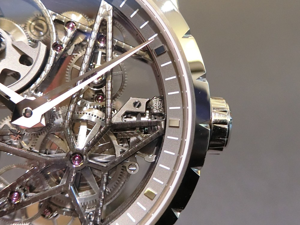 530時間もの時間を費やし完成される「エクスカリバー42オートマティック スケルトン」~ROGER DUBUIS~