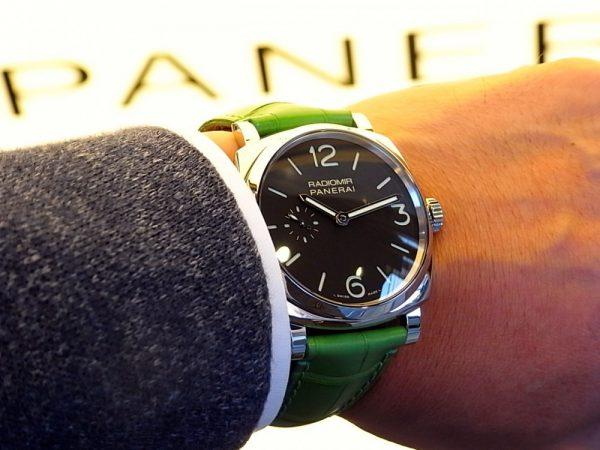 PANERAI(パネライ)がデザインした最初の腕時計「RADIOMIR(ラジオミール)」、グリーンのベルトが映える小ぶりなモデルがoomiya大阪心斎橋店でご覧頂けます。-PANERAI -R1165637-600x450
