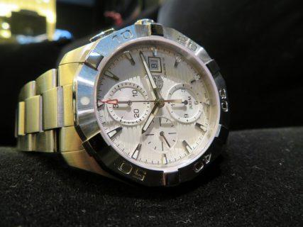 タフなケースデザインにホワイトダイアルが上品で男らしい時計! タグホイヤー「アクアレーサー キャリバー16 クロノグラフ」CAY2111.BA0927