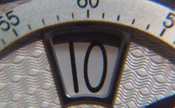 時刻をデジタル表示するユニークダイアル! クロノスイス「シリウス  フライング・レギュレーター・ジャンピングアワー」CH-8323-SISI