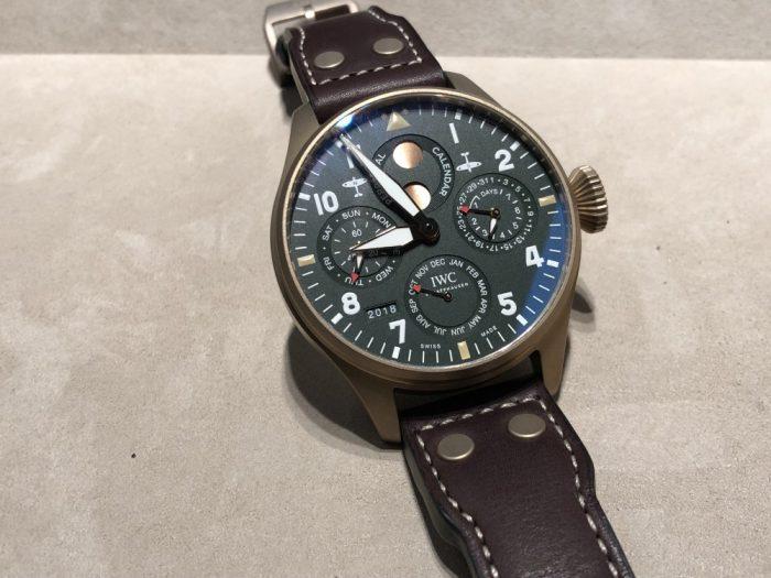 """IWCの新作モデルは自社製ムーブメントで高い技術と信頼性で魅せる。ビック・パイロットウォッチ・パーペチュアルカレンダー""""スピット・ファイア""""-IWC -IMG_9874-700x525"""