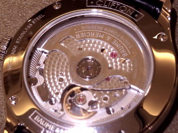 スイス製 自社開発の機械を搭載した「ボーマティック」待望のCOSC認定モデルが店頭入荷!-BAUME&MERCIER -R1169535-3-700x525