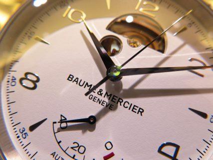 小窓から垣間見る機械式時計の心臓!ボーム&メルシエから「クリフトン オープンバランス」をご紹介!