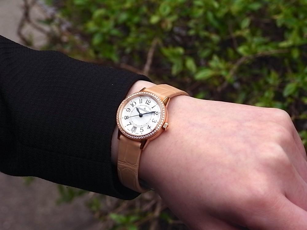 ジャガールクルト 時計の伝統と美に魅せられた女性に寄り添う「ランデヴー デイト」-Jaeger-LeCoultre -R1169617
