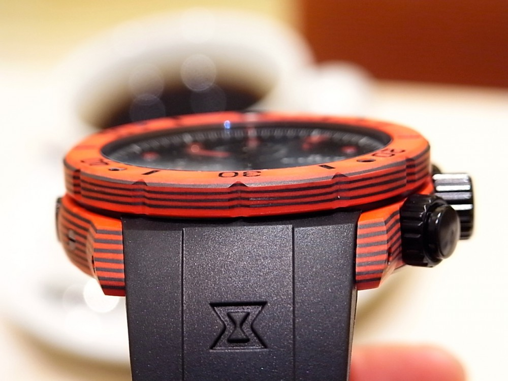 EDOX ブランド初!ケースとベゼルにカーボンを採用した「クロノオフショア1 カーボン クロノグラフ オートマチック」-EDOX -R1169705