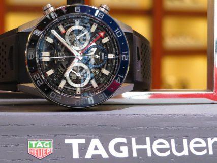 ブラックとブルーのツートンカラーベゼルがカッコイイ!タグ・ホイヤー カレラ キャリバー ホイヤー02 クロノグラフ GMT