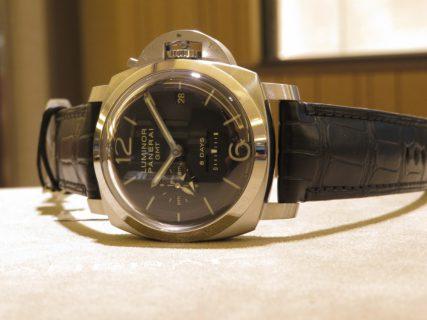 パネライが好きな方、パネライをいつか欲しいと憧れている方に持ってもらいたい!ルミノール1950 8デイズ GMT PAM00233