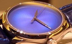 """H.モーザー 純粋なブルーのダイヤルを採用した「エンデバー センターセコンド オートマチック コンセプト """"ブルーホライズン""""」"""