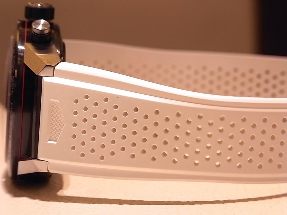 ホワイトストラップが新鮮な「タグホイヤー カレラ キャリバー ホイヤー01 クロノグラフ」-TAG Heuer -R1170162