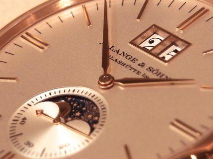 ドイツ時計の最高峰「A.ランゲ&ゾーネ」からサクソニア・ムーンフェイズ