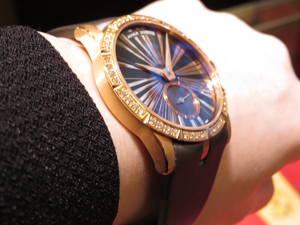 レッドゴールドケースとダイヤモンドの輝きがラグジュアリーなレディースモデル! ロジェ・デュブイ エクスカリバー36 ジュエリーモデル-ROGER DUBUIS -IMG_0600
