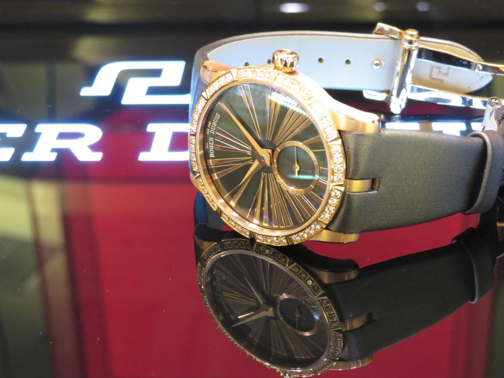 レッドゴールドケースとダイヤモンドの輝きがラグジュアリーなレディースモデル! ロジェ・デュブイ エクスカリバー36 ジュエリーモデル-ROGER DUBUIS -IMG_0602