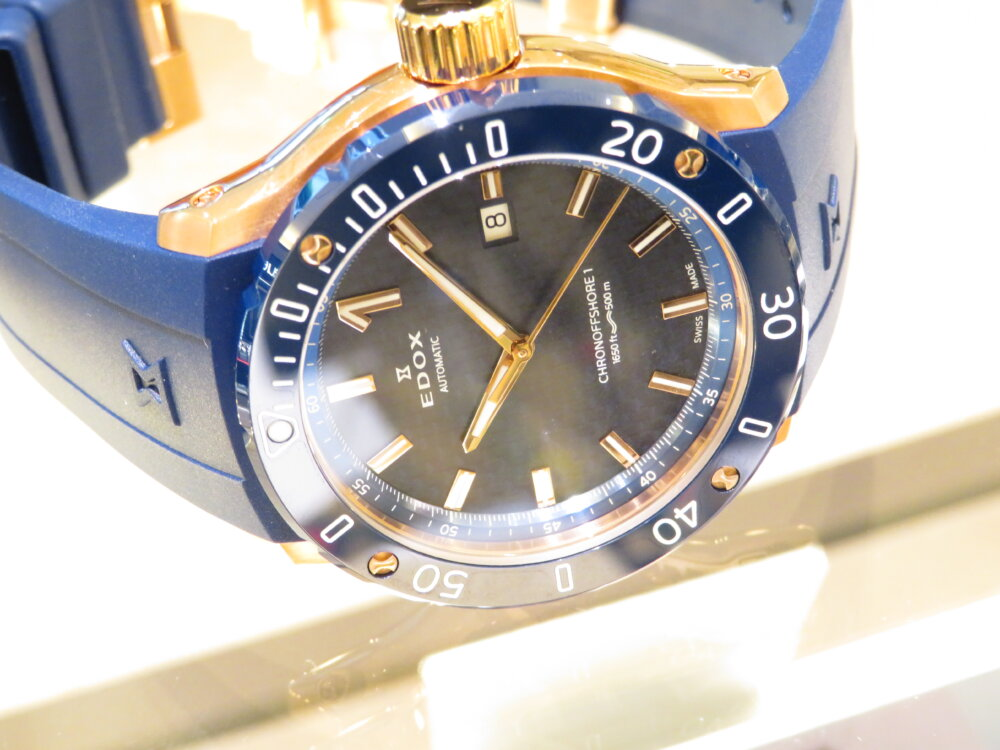 夏こそ腕の魅せどころ!!インパクトのある青×金でラグジュアリースポーツなデザイン EDOX クロノオフショア1 プロフェッショナル-EDOX -IMG_5433