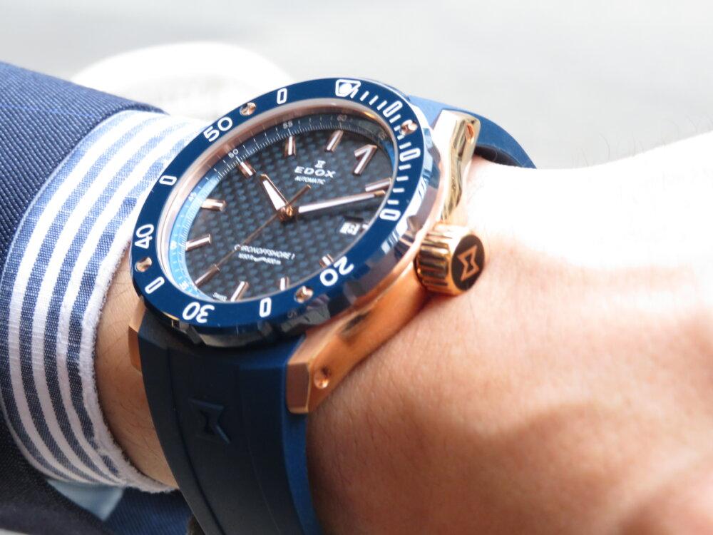 夏こそ腕の魅せどころ!!インパクトのある青×金でラグジュアリースポーツなデザイン EDOX クロノオフショア1 プロフェッショナル-EDOX -IMG_5438