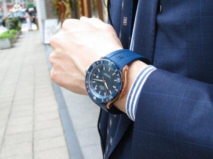 夏こそ腕の魅せどころ!!インパクトのある青×金でラグジュアリースポーツなデザイン EDOX クロノオフショア1 プロフェッショナル