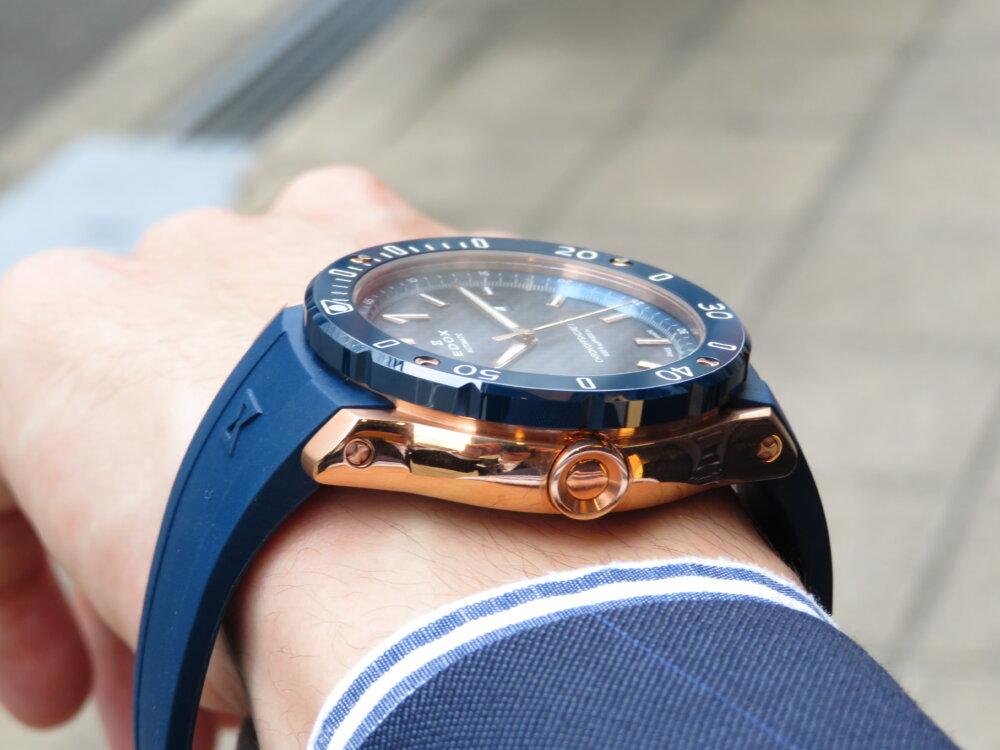 夏こそ腕の魅せどころ!!インパクトのある青×金でラグジュアリースポーツなデザイン EDOX クロノオフショア1 プロフェッショナル-EDOX -IMG_5441