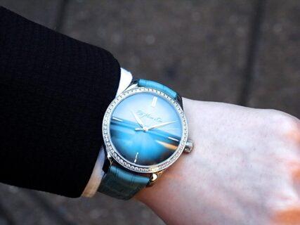 神秘的なブルーラグーンフュメダイアルが美しい H.モーザー「 エンデバー・センターセコンド ダイヤモンドピュリティ」
