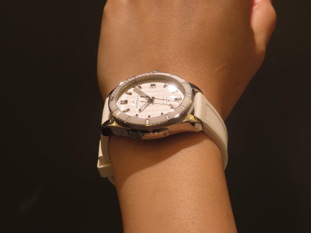 ラバーベルトのスポーティーでエレガンスなレディース時計 NORQAIN(ノルケイン) アドベンチャー スポーツ オート-NORQAIN -IMG_5569