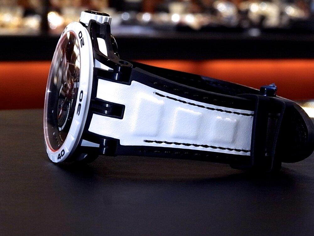 サマーフェスタ開催中!爽やかなホワイトカラーを採用した希少な日本限定28本のロジェデュブイ。-ROGER DUBUIS -R1171734