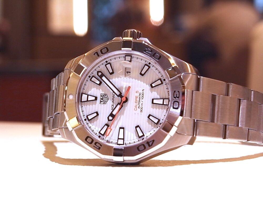 【タグホイヤー】白い文字盤が爽やかな印象!夏のダイバーズ時計に「アクアレーサーキャリバー5」-TAG Heuer -R1171790