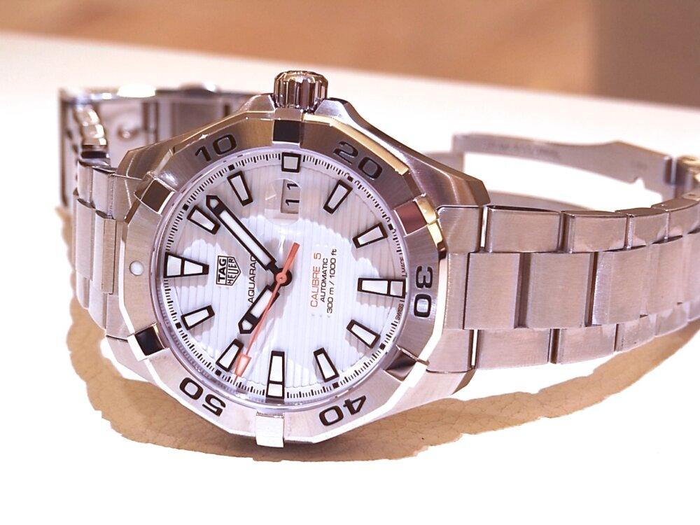 【タグホイヤー】白い文字盤が爽やかな印象!夏のダイバーズ時計に「アクアレーサーキャリバー5」-TAG Heuer -R1171791