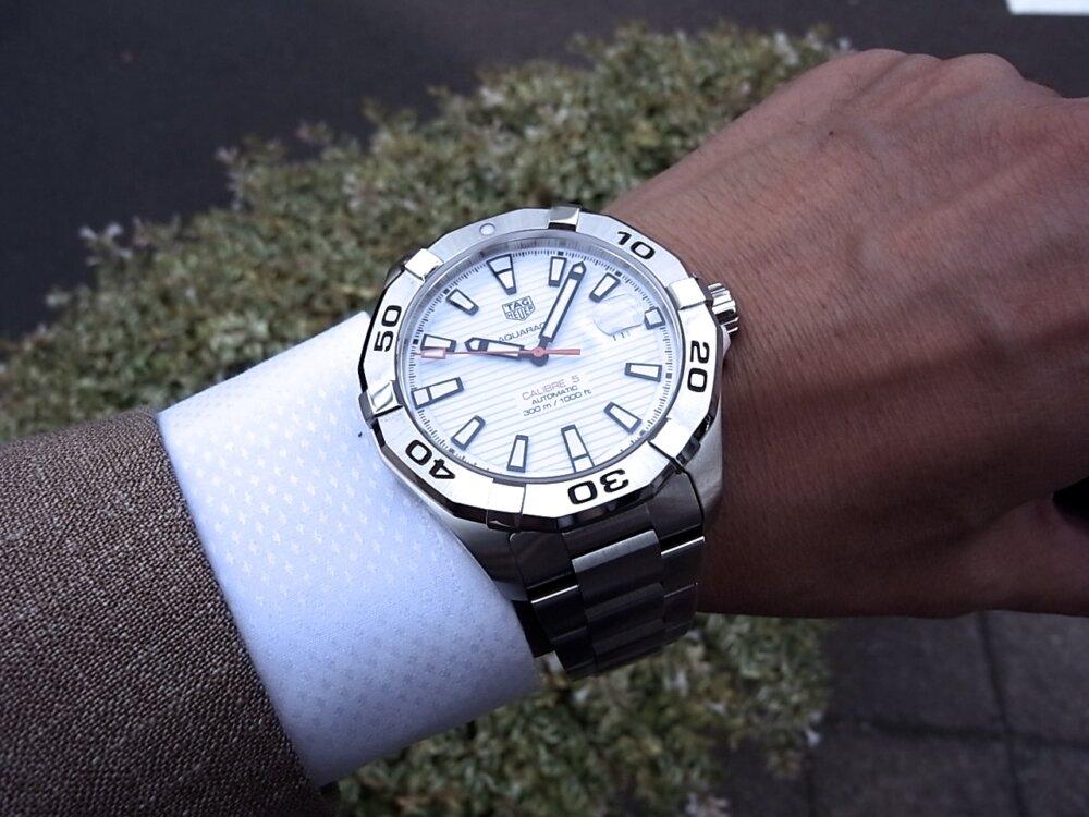 【タグホイヤー】白い文字盤が爽やかな印象!夏のダイバーズ時計に「アクアレーサーキャリバー5」-TAG Heuer -R1171800