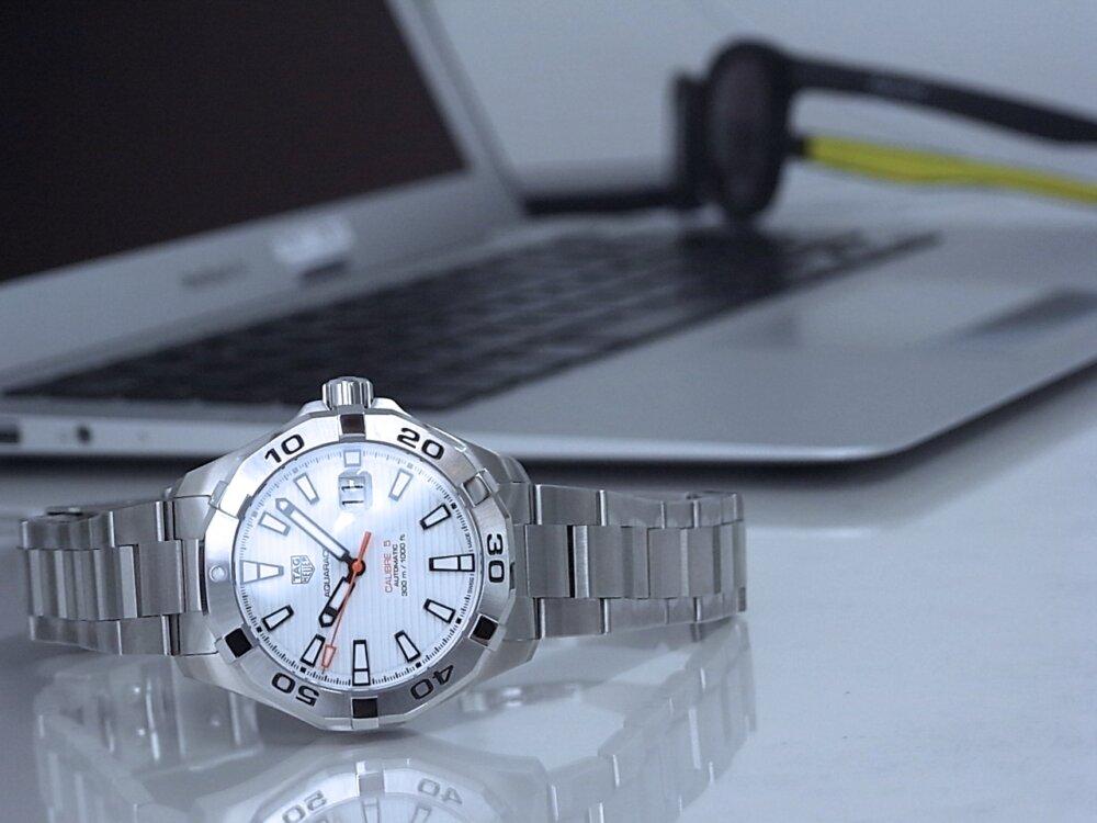 【タグホイヤー】白い文字盤が爽やかな印象!夏のダイバーズ時計に「アクアレーサーキャリバー5」-TAG Heuer -R1171808